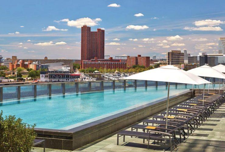 Four Seasons Pool Icerink
